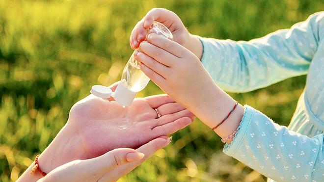 Igienizzanti mani? Bastano acqua e sapone.